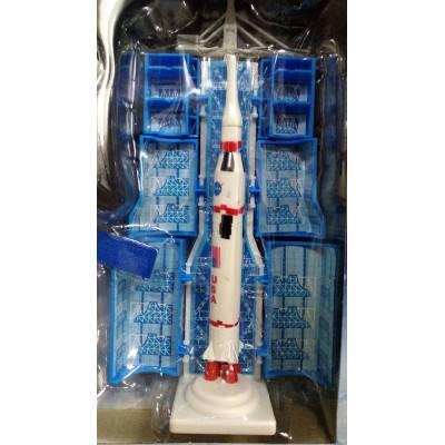 Model rakety na startovací rampě Model-B